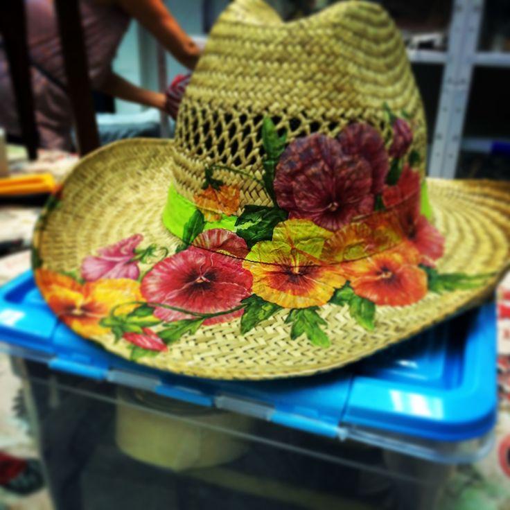 Sombrero cowboy personalizado. crislopapa@gmail.com, no dudes en consultarme.