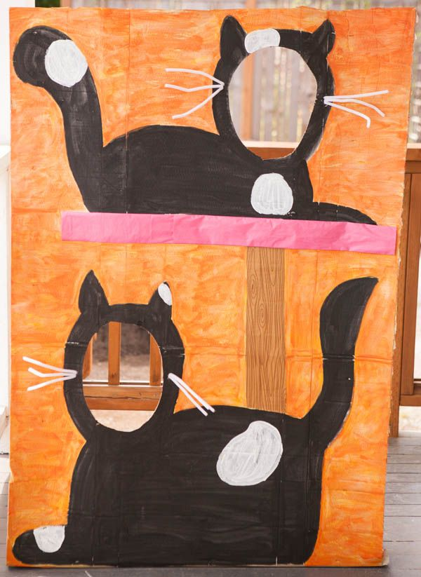 Photo backdrop - cat party - http://nearlycrafty.com/party-photo-wall/