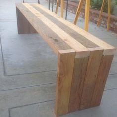 Современная скамейка из досок