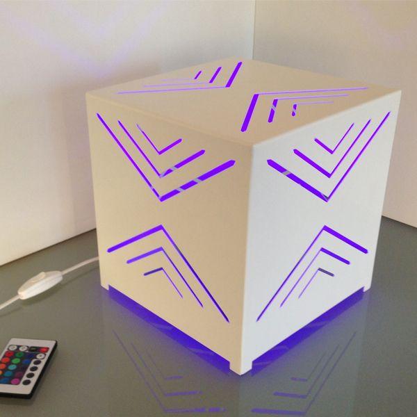 Cubo rappresenta un nuovo modo di concepire la luce, abbandonando la classica visione si entra in un mondo delicato di forme luminose.  http://corsocolombo.it/index.php?option=com_virtuemart&view=productdetails&virtuemart_product_id=223&virtuemart_category_id=93&Itemid=730&lang=it#sthash.FHGppa93.dpuf