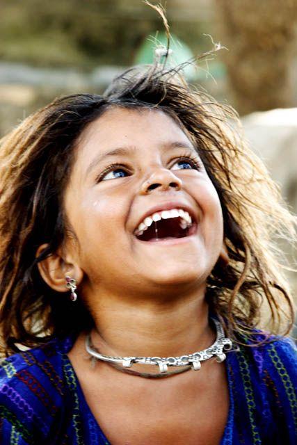 Child in rural Rajasthan. Una sonrisa vale más que todo el  del mundo.