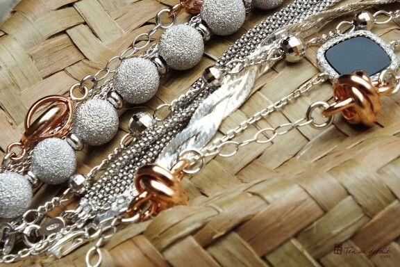 ¡Vivan las pulseras!, son ideales para lucir en verano. Estas son de plata de ley y plata de ley con baño de oro rosa. Son bonitas ¿verdad?. ¿Con cual te quedas?