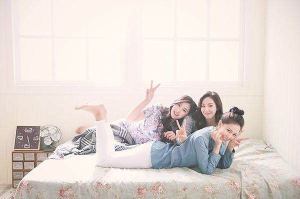 friendship pic. photo by. wooubi studio 우정 사진 _대전 우유비스튜디오 감성사진