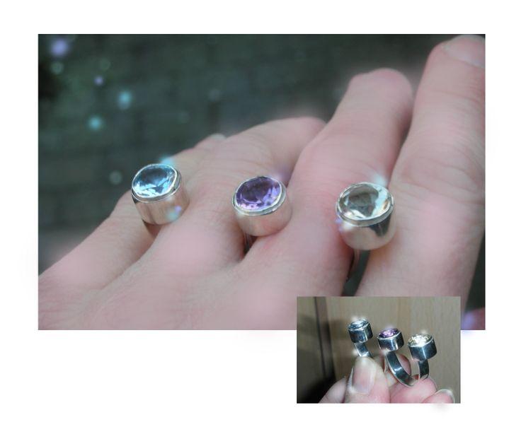 Zilveren ring met drie stenen. Door Jeanine Lanen