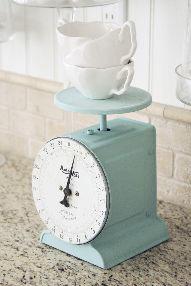 love the scale, love the back splash: Things Vintage, Kitchens Colors, Vintage Kitchens, Aqua Blue, Vintage Wardrobe, Kitchens Scale Mint, Antiques Scale, Vintage Scale, Mint Scale