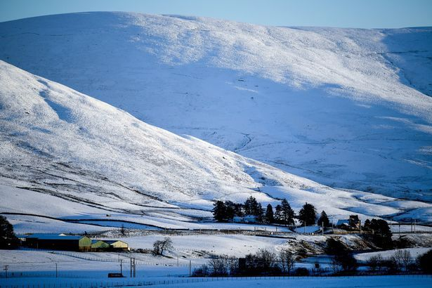 Scotland is set for snow showers and freezing arctic temperatures of -10C that could last a whole week. As Storm Eleanor blows out of the UK leaving behind a trail of destructions, weather forecasters have warned that another cold snap is on the way from Friday.