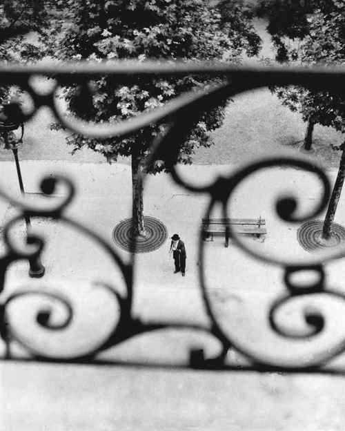 Boulevard Richard Lenoir, Paris, 1946   •  Willy Ronis
