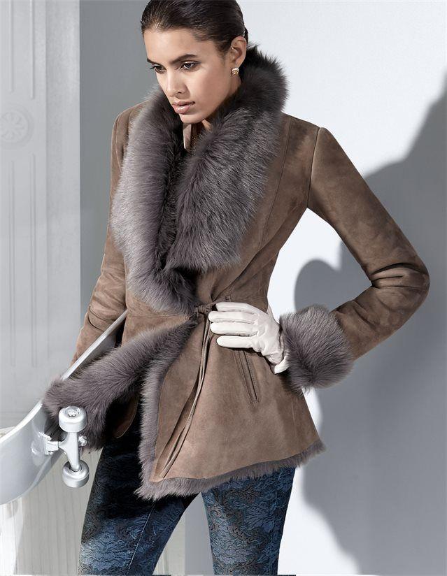 Damen Lammfelljacke aus naturgewachsenem Toskana-Lammfell in der Farbe taupe - im MADELEINE Mode Onlineshop