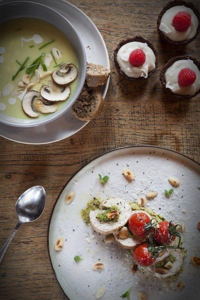 Pastinaak appelsoep met geroosterde amandelen - Mind Your Feed | Healthy Christmas menu #christmas #healthy #recipes