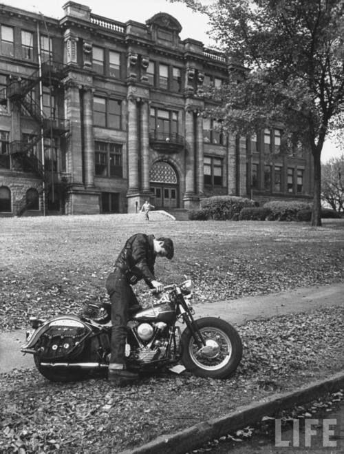 vintage motorbike: Harley Davidson, Vintage Motorbikes, Vintage Motorcycles, Motorbikes Galleries, Motorbikes Vintage, Motorcycles Rider, Cars Motorcyclesplanesboat, Elvis Presley, High Schools