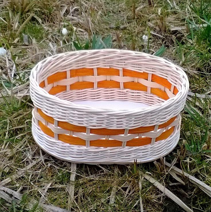Košík z pedigu s oranžovou šénou