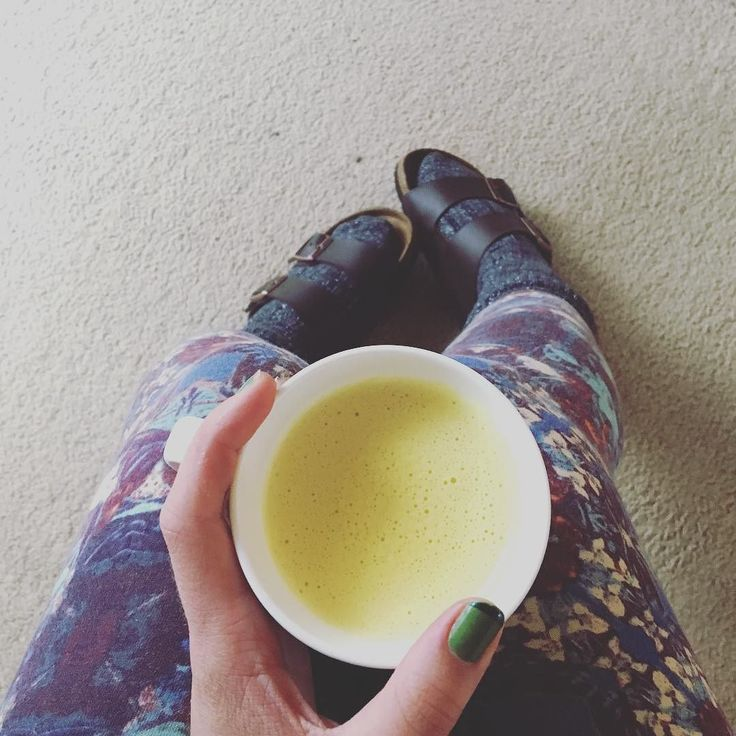 Golden latte time  #goldenlatte #goldenmilk #turmeric #yellow #golden #milk #mylk #birkenstock #birkenstocks #antiinflammatory #latte #love #happy