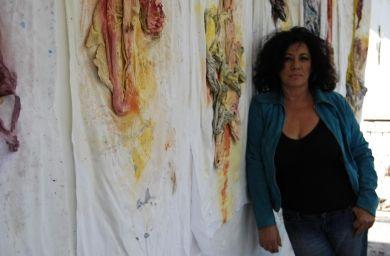 Dal teatro e dall'infanzia a Scampia la pittura d'azione di Patrizia Gargiulo