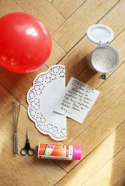 """Wie auch schon bei der OsterbloggerEI letztes Jahr, gibt es auch dieses Jahr wieder ausgefallene Osterdeko Ideen von Bloggern für euch zu entdecken. Den Anfang macht dieses Jahr philuko mit einem kreativen Osternest aus den beliebten Zutaten Tortenspitze und Neonpink. Die Schale würde auch wunderbar zu den Osterdeko Ideen unter dem Motto """"Ostern meets Neon"""" von katharinak passen Falls ihr noch mehr kreative Ideen von philuko entdecken möchtet, schaut doch mal in ihrem schönen Blog ..."""