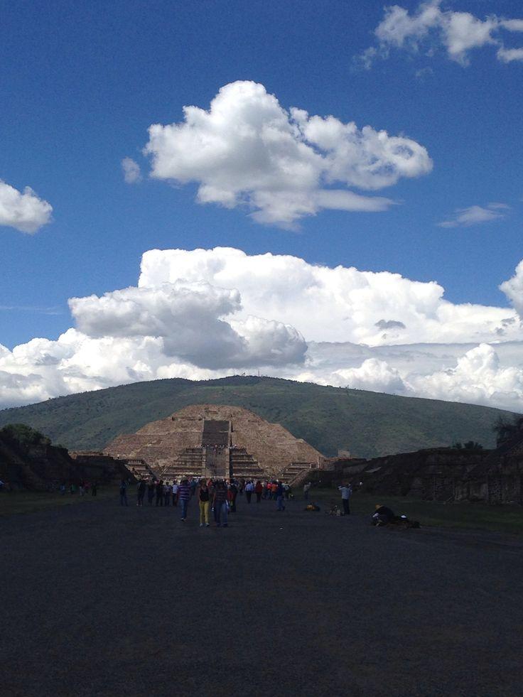 Eclipse de luna, vista desde el sol ..... Teotihuacan MX