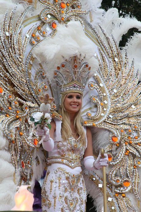 Endymion Parade Mardi Gras New Orleans Louisanna (via vlosky)
