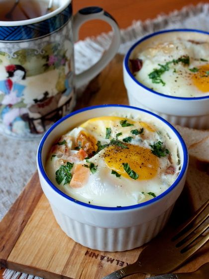 А не внести ли нам еще немного разнообразия в завтраки? Что мы там часто едим? Яйца? У нас дома они обычно жареные в разных вариациях - думаю, как и у большинства из вас. Сегодня я предлагаю более здоровый вариант - яйца, запеченные в духовке.В рецепте в качестве добавок используются помидоры и бекон. Это только один [...]