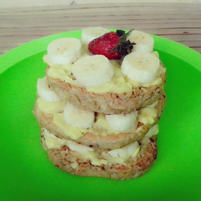 Bananna pancake w/avocado,banana,n strawberry