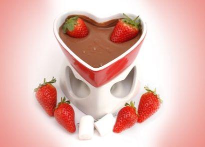 5.000 Ft helyett 2.490 Ft: Édes meglepetés a szerelmesek napjára! Szív alakú fondue szett melegítővel, 4 fondue villával és szív alakú fogóval Valentin napra