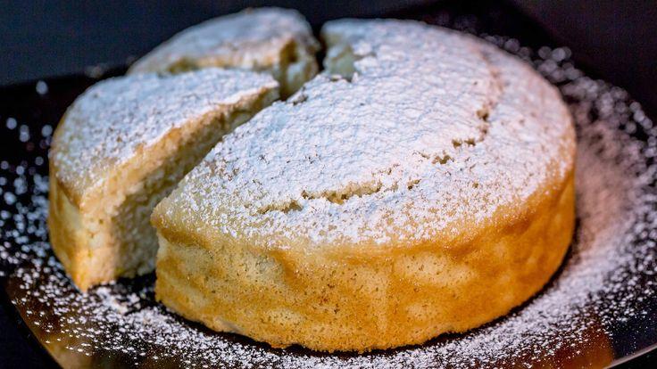 Sei a dieta ma non vuoi rinunciare a una fetta di torta? Ecco la ricetta perfetta! La famosa torta all'acqua, soffice e leggera, senza uova, burro e latte.