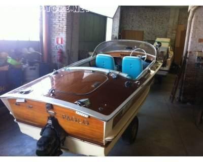 pronta per partire barca mitica dalla colombo costruita
