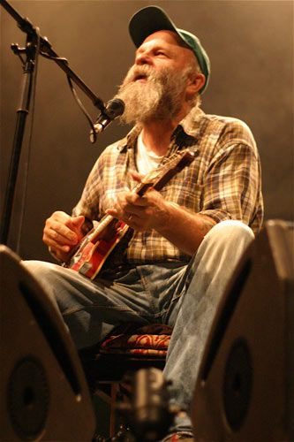 Seasick Steve such a cool guy  If I ever get the chance to see this guy live/meet him I'd be so so happy