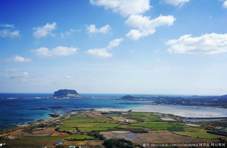 지미봉(지미오름) : 우도, 성산일출봉, 종다리해안 등 제주도 동쪽해안의 아름다운 절경이 한 눈에 들어오는 오름