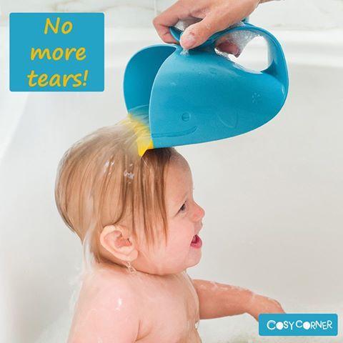 Ένας έξυπνος τρόπος για να κρατάτε το νερό και το σαμπουάν μακριά από τα μάτια και το πρόσωπο του παιδιού! http://goo.gl/1ipy7U