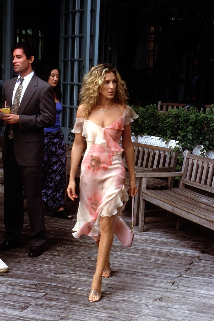 Carrie Bradshaw is classy and feminine in a summery floral dress.