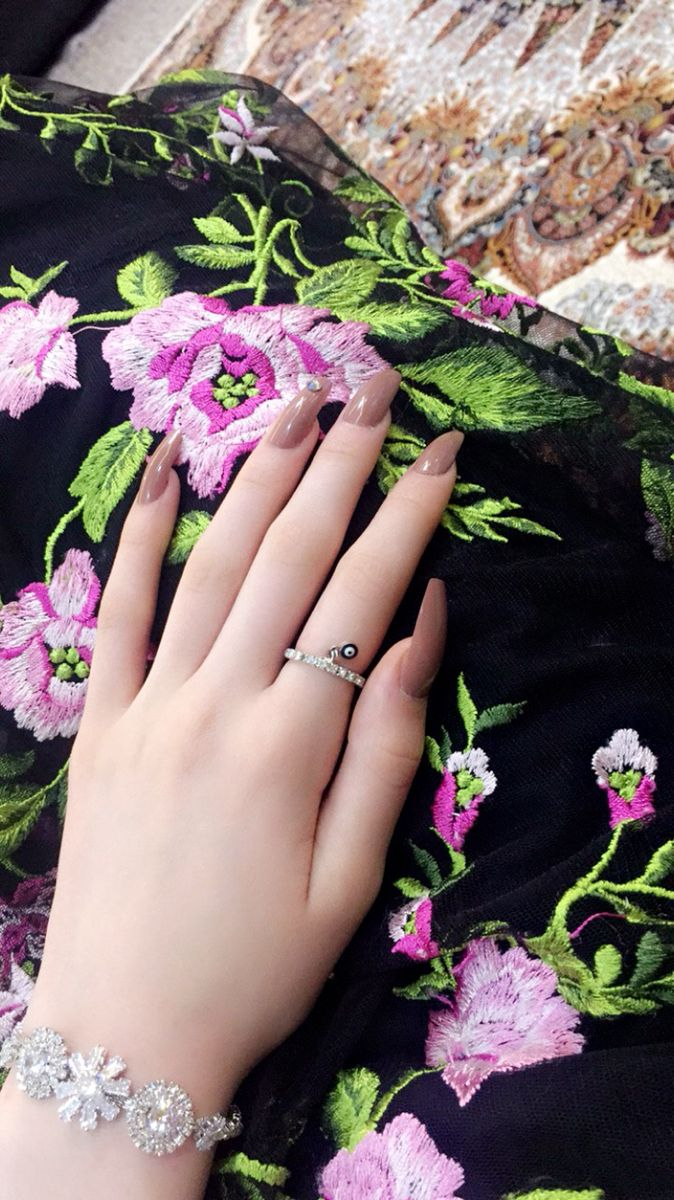 Pin By Haneen Mohamed On Photography Girl Hand Pic Cute Girl Dresses Girls Hand