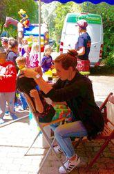 Grand City Property - Hüpfburg-Cowboy beim Kindersommerfest in Mechernich - Immobilien - Wohnung mieten Deutschland - Wohnungen deutschlandweit