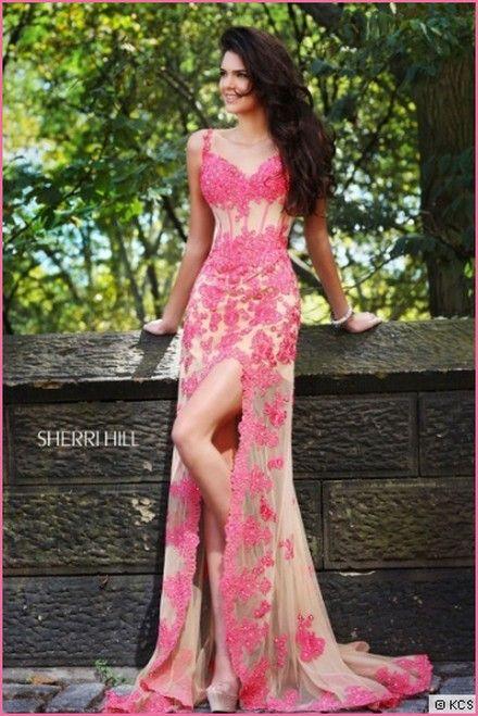 Kendall Jenner Princesses Pom Desses & Tilet Evening Sherri Hill LookBook