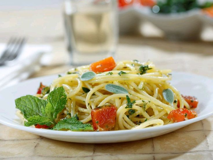 Looking for an authentic Italian recipe? Try Barilla's step-by-step recipe for Barilla® Gluten Free Spaghetti with Diced Potatoes, Roasted Peppers & Aromatic Herb Pesto for a delicious meal!