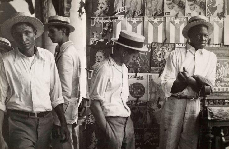 Walker Evans :  People in Downtown Havana  1933: White Photography, Men In Hats, 1950S, Photography Iii, Downtown Havana1933, Photography Black, Havana 1933, People, Walker Evans