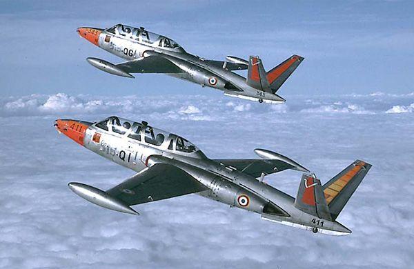 Description de l'avion français : Fouga CM.170 Magister, Avion d'entrainement à réaction, construit par Fouga, en 1956, pour France