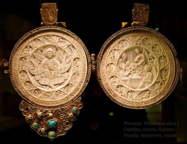 Панагия. 1623г. серебро, кость, бирюза, резьба, золочение. Государственный Исторический музей, Москва.