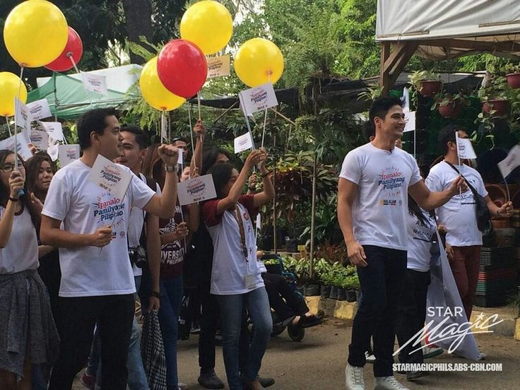 """This is the handsome John Lloyd Cruz and the handsome Piolo Pascual smiling for the camera while marching with university students at Quezon Memorial Circle during the taping of the 2016 ABS-CBN Summer Station ID and Halalan 2016 Station ID, """"Ipanalo ang Pamilyang Pilipino!"""" Indeed, John Lloyd and Piolo are another of my favourite Kapamilyas, and they're amazing Star Magic talents. #JohnLloydCruz #PioloPascual #Halalan2016 #IpanaloangPamilyangPilipino"""