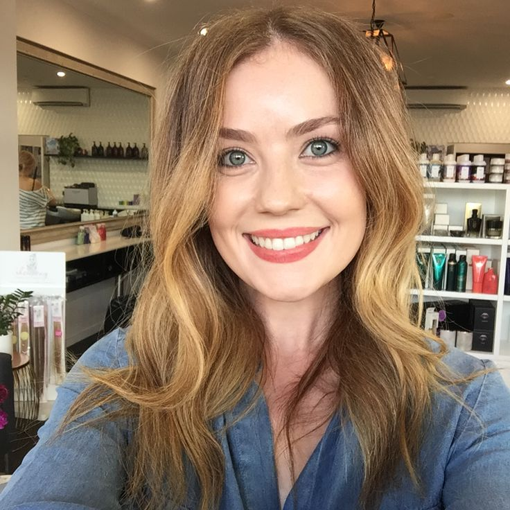 Aussie Actress Gracie Gilbert goes lighter with a combo of foils and balayage by Penelope