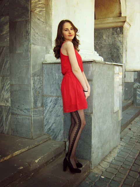 D e f i s h e n c i a: The Lady In Red #fetishpantyhose #pantyhosefetish #legs #heels #blogger #stiletto #pantyhose #collant #black