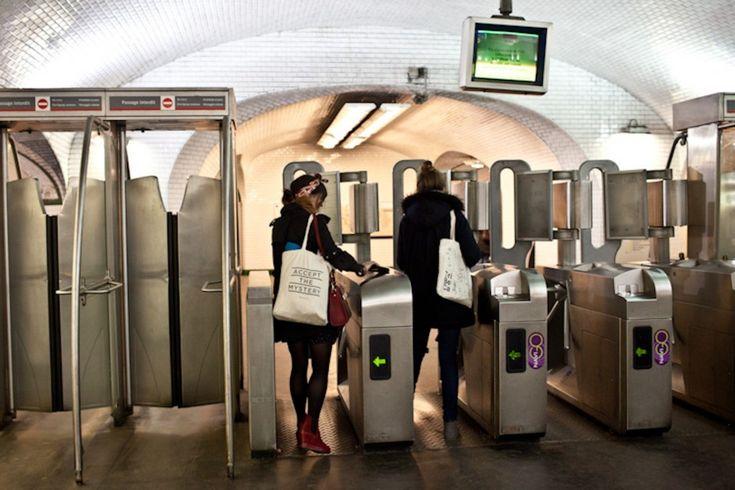 "{Paris Metro} love the ""accept the mystery"" tote: Illustrator, Apartment"