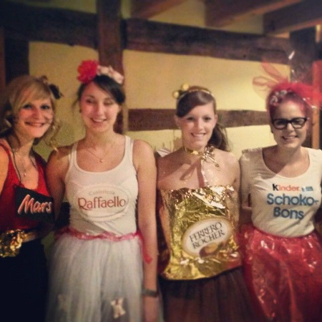 Make group costumes »for 4 people by yourself