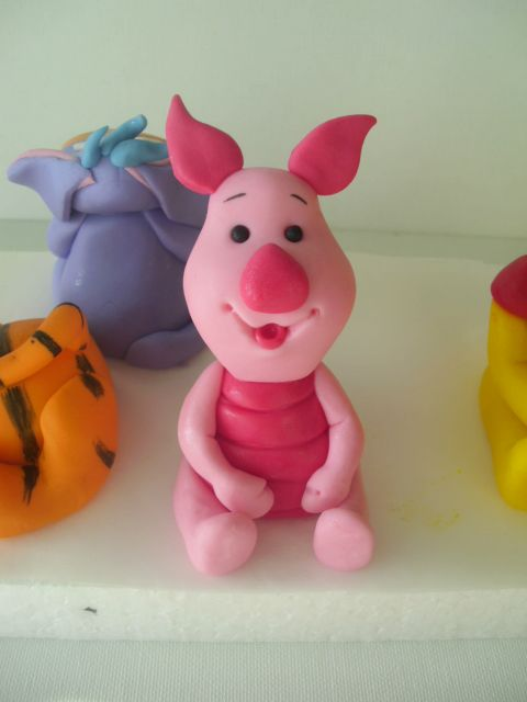 Piglet ( Winnie the Pooh characters ) - cake toppers https://www.facebook.com/pages/Figurice-Od-Fondana-Za-Torte/486638904735016