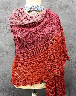 The LACELOVER shawl by Helle Slente Design | lace knitting | ravelry pattern