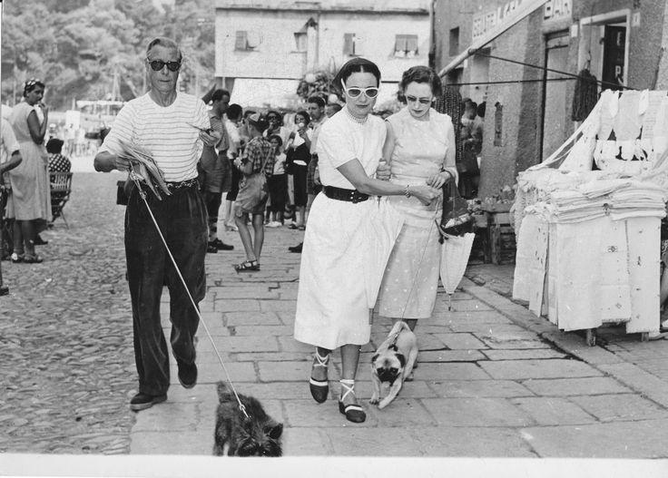I Duchi di Windsor a Portofino, durante uno dei loro frequenti soggiorni in Liguria. (Foto: 1950 ca., Foto Minerva di Francesco Leoni e Carlo Servetto)