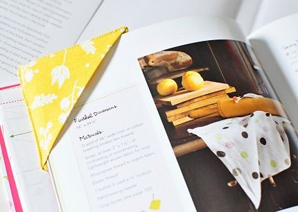 Tutorial: Easy fabric corner bookmark