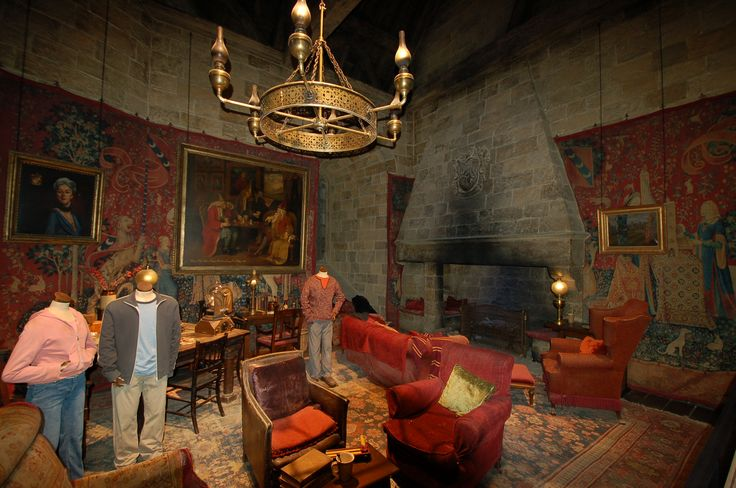 I 39 m thinking i want to do a gryffindor common room decor for Room decor harry potter