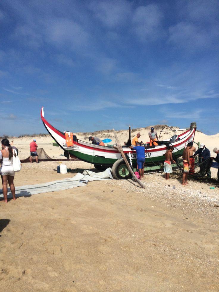 Arte xávega, na Praia da Tocha em 2014