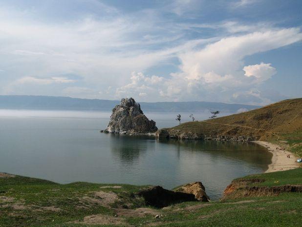 Lago Baikal, Rússia.   A Sibéria é uma região inóspita, mas cheia de maravilhas naturais desertas. O Lago Baikal é um dos pontos mais famosos da Sibéria. Além de ser o mais profundo e mais antigo do mundo, com mais de 1 600 metros de profundidade e 25 milhőes de anos, o Baikal abriga mais de 2,6 mil espécies de plantas e animais. A cidade mais próxima é a Irkutsk, a 120 km da fronteira entre a Rússia e a Mongólia Foto: Getty Images