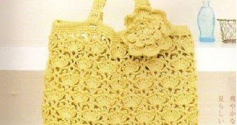 Uma charmosa bolsinha feita em crochê. ____________________________________________