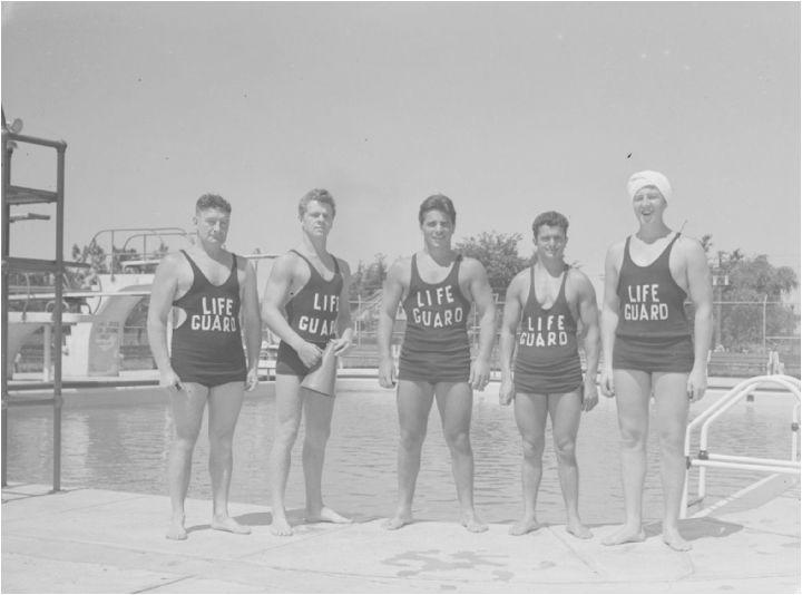 Surveillants de piscine (1943)  Crédit: Fonds d'archives de l'arrondissement de Verdun